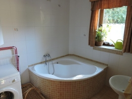bathroom downstairs – corner bath
